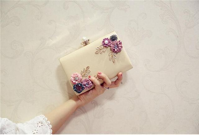 Meloke 2018 high quality women handmade flowers evening bags mini wedding dinner bags luxury clutch purse with 2 chains 5