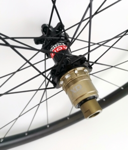 Image 5 - 29ER Asymmetrie MTB AM/XC haakjesloze carbon wielen 30mm breedte 24mm diepte mountainbike super licht carbon wielset