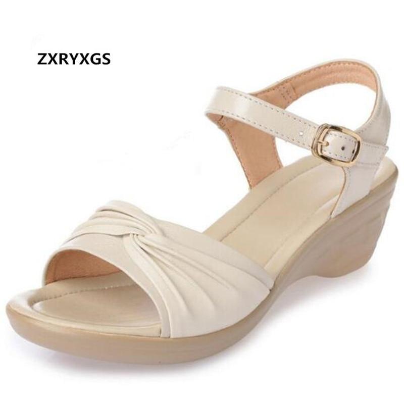 Offres spéciales 2019 célèbres chaussures ouvertes d'été femmes sandales en cuir véritable chaussures sandales grande taille confortable sandales à talons compensés plat