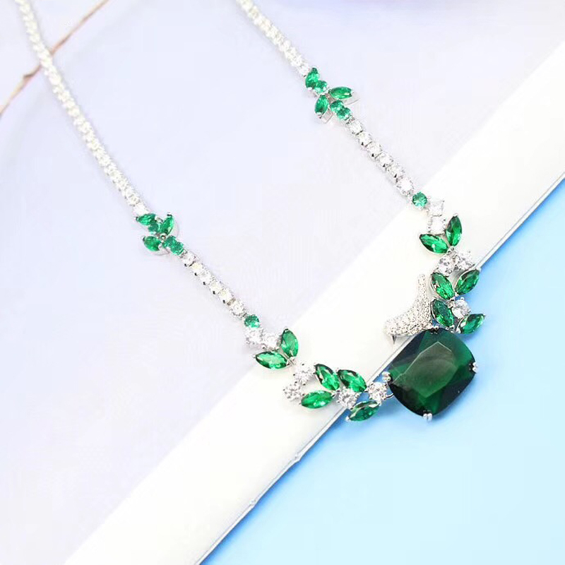 Hot Brand Fashion Party Feast Jewelry For Women Green Leaf Bird Pendant Crystal Necklace Hyperbole Necklace Fine Costume Jewelry vintage bird wings necklace for women
