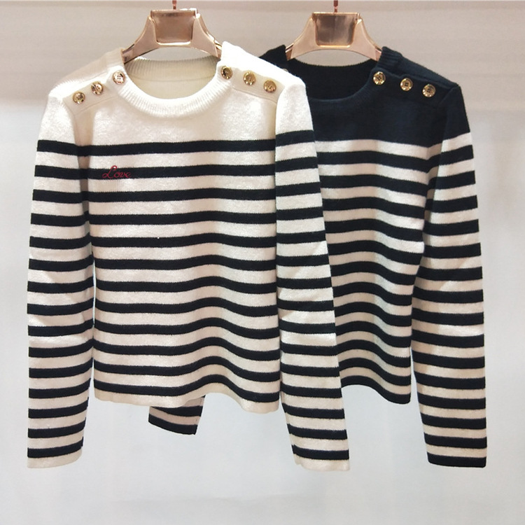 2018 winter thick long sleeve sleeves black and white stripes shoulder buttons sweater H112
