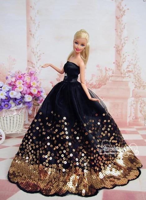 ゴールドと黒のドレスのバービー