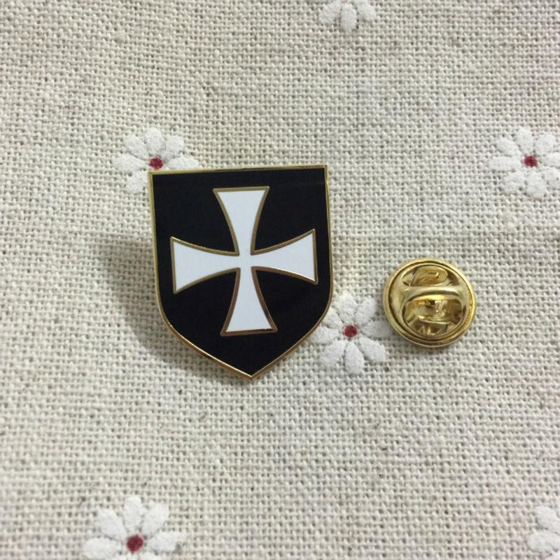 Hot Sale White Cross Black Shield Christian Army Crusader Knights Templar  Freemason Enamel Badges Masonic Lapel Pin and Brooches