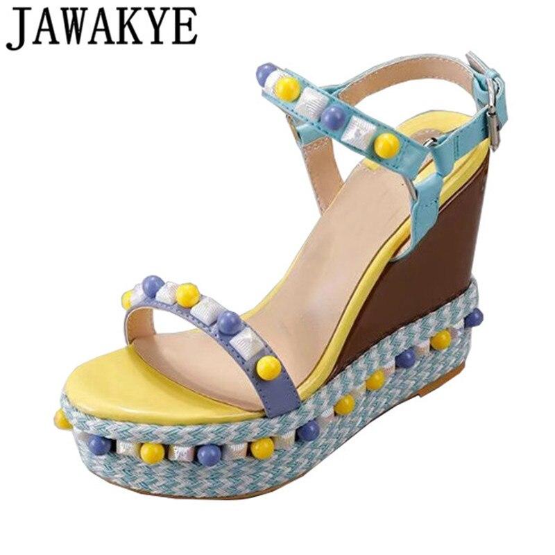 Nowe letnie platformy sandały na koturnie kobiety cukierki kolor nity wysokie obcasy prawdziwej skóry ciąg koralik gladiator sandalias mujer 2019 w Wysokie obcasy od Buty na  Grupa 1