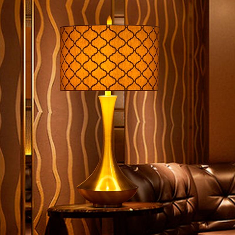 Moden Art Bronzing Pattern Shade Table Lamp For Bedside Bedroom Living Room Creative Curved Gold Silver Art Metal Desktop Lamp