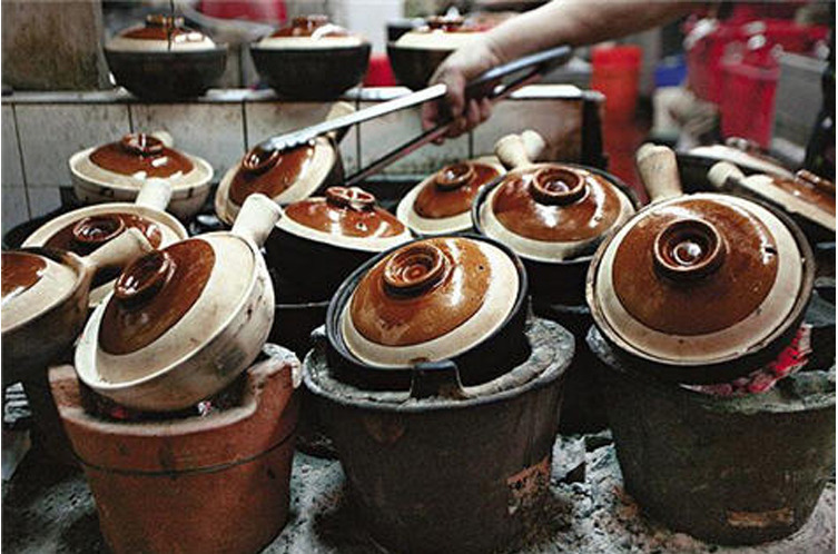 Chinese style traditional old fashioned earthen cooking ...