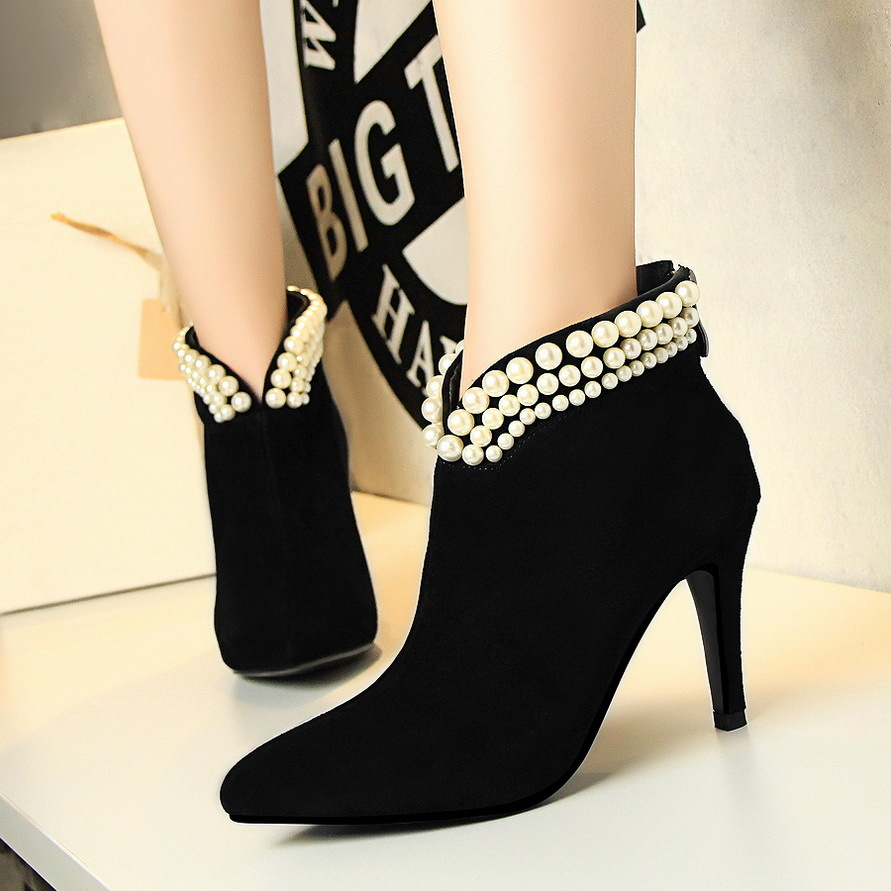 ФОТО 965 European Wind Fashion Grace Banquet V Lead Pearl Woman Boots High With Down Noodles Short Boots And Boot