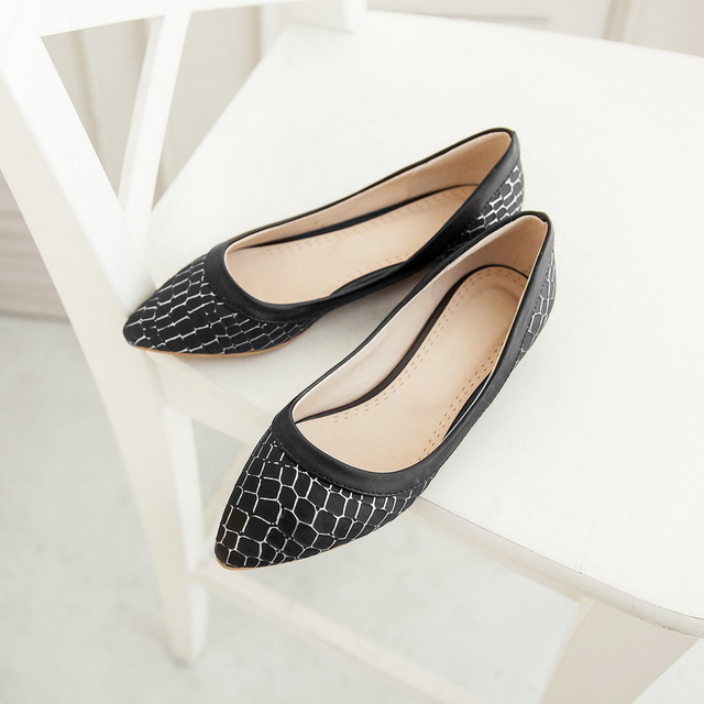 Grid prints PU women flats 2015 new BIG SIZE pointed toe shoes for ladies  white black pink blue color could be chosen 0.8cm heel 69cde80341f0