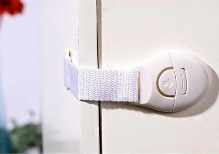 1 ชิ้นประตูตู้ลิ้นชักตู้เย็นความปลอดภัยล็อคพลาสติกเด็กใหม่