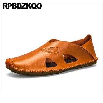 Zapatos para hombre 2018, sandalias marrones de cuero para verano, zapatillas de punta cerrada, zapatillas de diseñador antideslizantes a la moda, zapatos planos de pasarela informales italianos abiertos