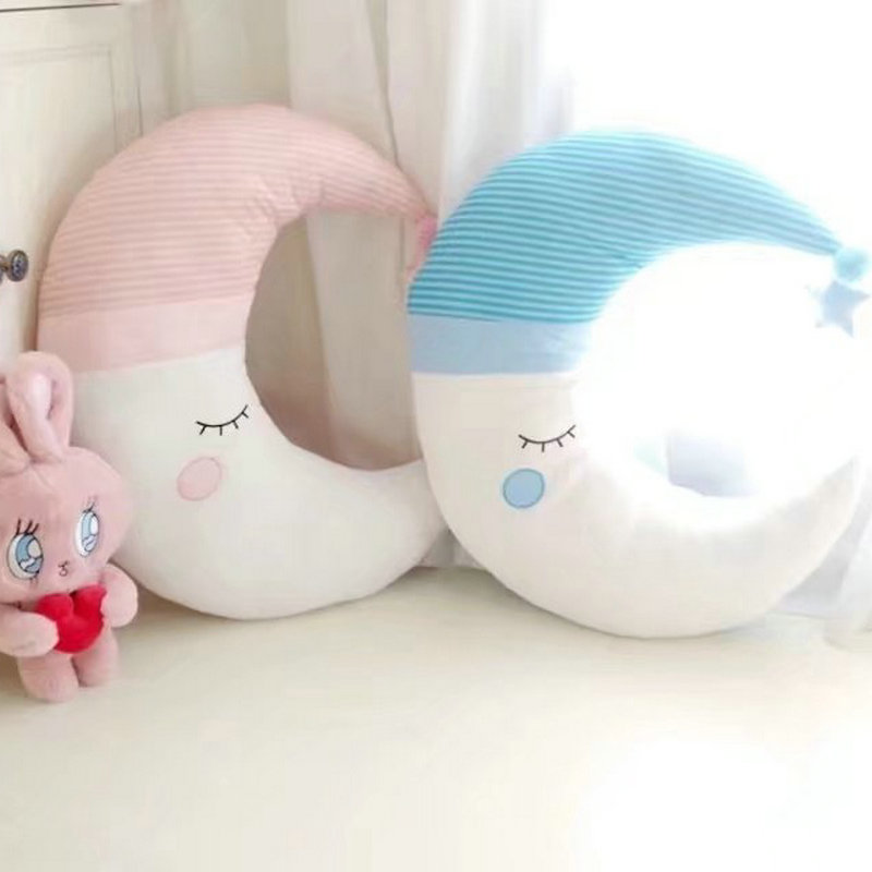 INS Hot Cotton Moon Pillow Baby Room Decoration Cushion Smile Moon With Hat Ball High Quality Luxury Sofa Cushion Decor