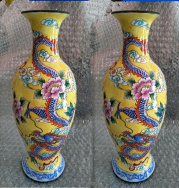 Une paire de dragon et de phénix exquis antique émail de couleur chinoise (cuivre) vase