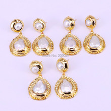 5 pairs جديد أزياء اللؤلؤ تتدلى الأقراط معدن مطلي الذهب مع أقراط اللؤلؤ للنساء مجوهرات