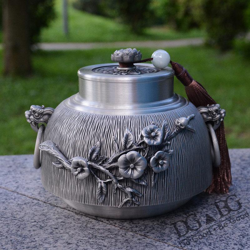 Cendres d'urne en étain pur pour urnes de crémation de grande capacité humaine cendres funéraires crémation sculptée à la main belle affichage en relief à la maison