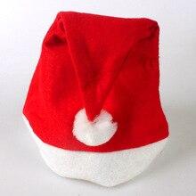 Vánoční červená čepice s bílou bambulí