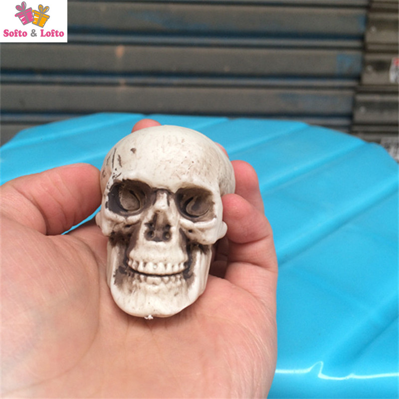 Free shipping 2pcs/lot Scary Mini Skeleton Head Figure Toys Prank Joke Punk Haunted Ghost House decoration Halloween party gifts
