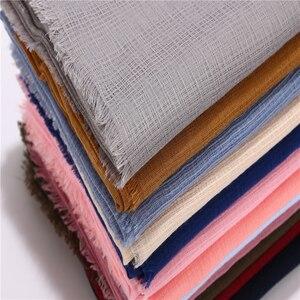 Image 2 - 1 Pc Nieuwe Solider Kleur Zacht Katoen En Linnen Vrouwen Sjaal Lange Ontwerp Dame Plaid Moslim Hijaabs Sjaals Sjaals En wraps 20 Kleuren
