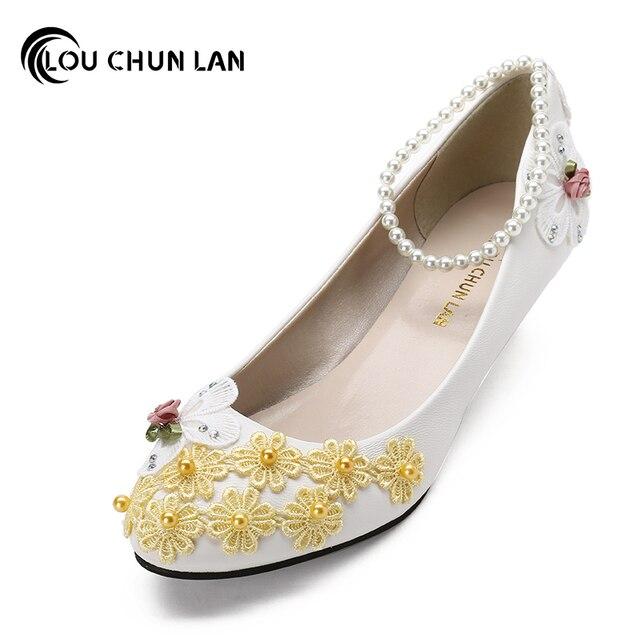 531061a97bf1 LOUCHUNLAN Colore Giallo Fiore handmade Scarpe Da Sposa sposa e le damigelle  tacco Basso Scarpe pizzo