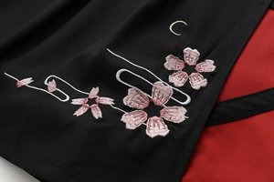 Image 4 - 여성 일본식 T 셔츠 스커트 세트 귀여운 검은 색 반소매 사쿠라 Emboridered Single Shoulder off Outfit