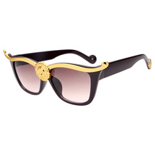 Fashion Luxury Europe Unique Gorgeous Cleopatra Lionhead Design Retro Cat Eye Sunglasses for Men/Women Good Quality