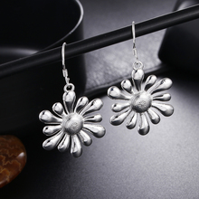 Promotion hot cute lady retro women silver color Flower earrings charms nice fashion classic jewelry wedding LE023