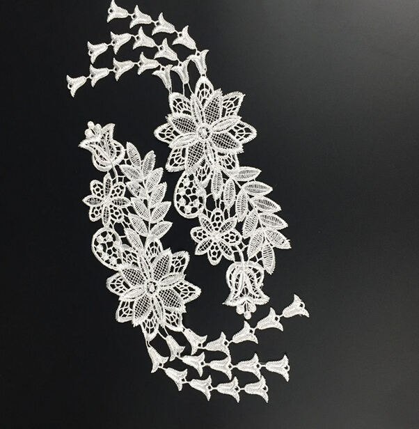 1 Pair Off White Fabric Venise Venice Lace Mirror Flower Motif Sewing Applique