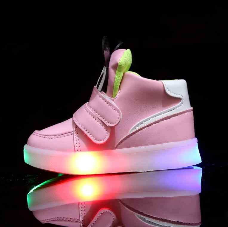 Çocuk rahat ayakkabılar ışık LED erkek kız Sneakers 2020 bahar karikatür fare ışıklı spor ayakkabılar moda işıklı çizmeler