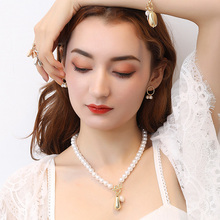 RE Luxury Design Pearls Choker Necklace Female Irregular Gold Bead Pendant Necklaces for Women OT Clasp 2019 Fashion Jewelry P34 luxury design imitation pearls choker necklace female cross pendant necklaces for women gold color 2019 fashion coin jewelry j30