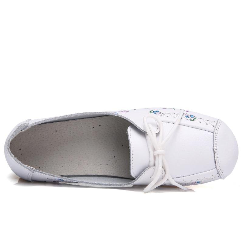 Aliexpress.com  Comprar Kilobili mujeres mocasines zapatos de cuero flor  señoras de la manera del dedo del pie redondo zapatos planos mujer dulce  ballet ... ebbfcb84636