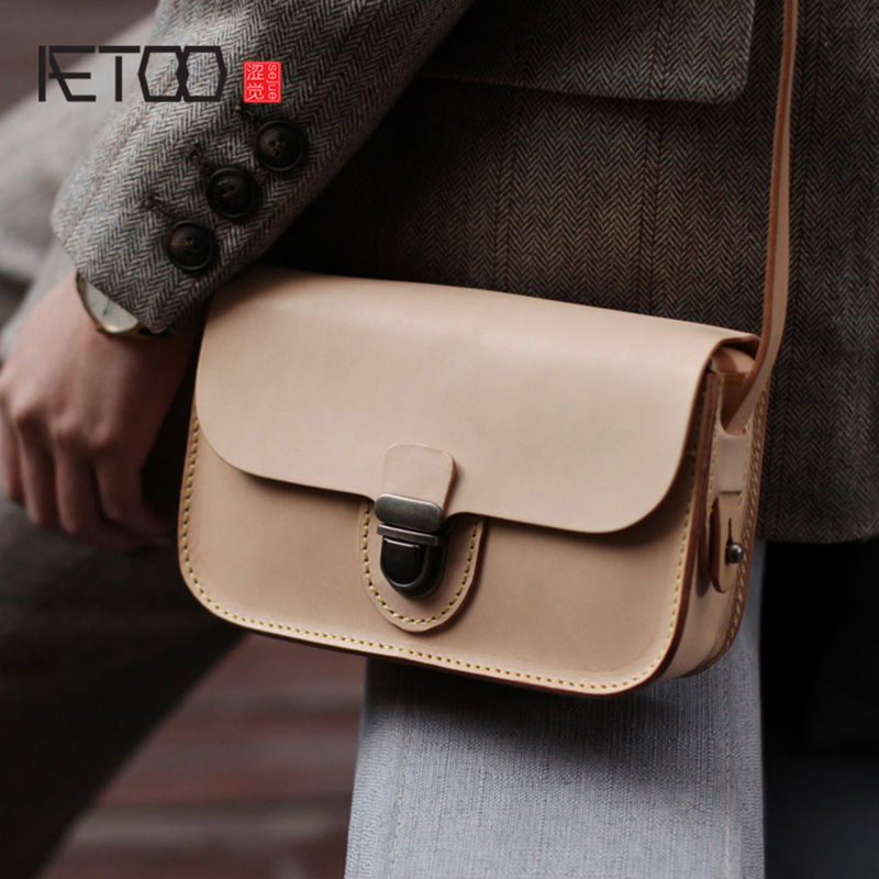 AETOO On the new texture of the small square bag, the new female bag, oblique cross fashion retro college wind cowhide BagAETOO On the new texture of the small square bag, the new female bag, oblique cross fashion retro college wind cowhide Bag