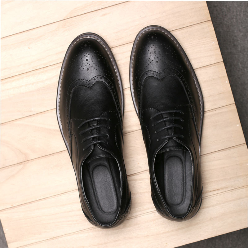 New Fashion Formal Man Shoes Men Brogue Shoes Vintage British Pointed Toe Bullock Carved Casual Shoes  Pu Leather Spiked Zapatos