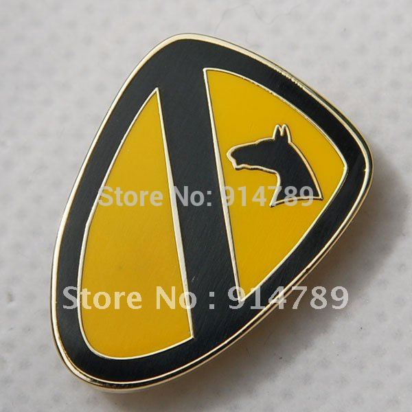 US ARMY 1ST TEAM HORSE CAVALRY DIVISION LAPEL PIN BADGE -32207