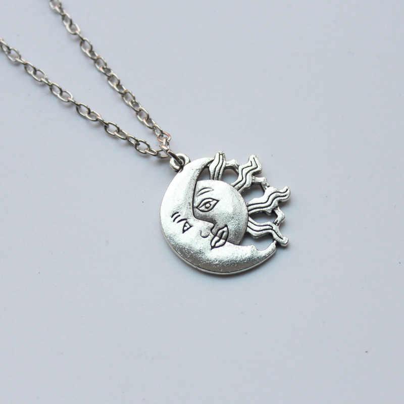 ขายส่งแฟชั่นสร้อยคอสร้อยคอ Sun และ Moon Charms สำหรับสาว Friend MOM HJXL1017