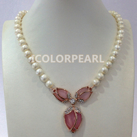 Lovely 9 10mm Nearround White Freshwater Pearl And Pink Rose And Crystal Jewelry Necklace With a Magnet Clasp.