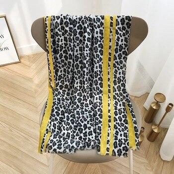 bc51bc295 KYQIAO echarpe mujer hiver mujer diseñador leopardo bufanda niñas Otoño  Invierno España stye amarillo leopardo rojo retales bufanda