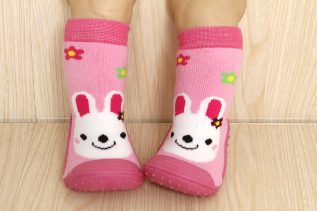 Adorável meias bebê menina sapatos, 2016 chegam novas engrossar borracha sapatos de bebê inverno, animal da menina da criança sapatos