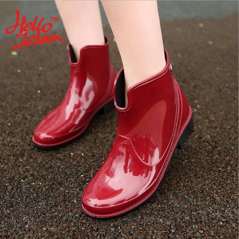 купить Hellozebra Women Rain Boots Ladies Charm Solid Slip On Ankle Rubber Flat Heel Waterproof Charm Rainboots 2016 New Fashion Design дешево