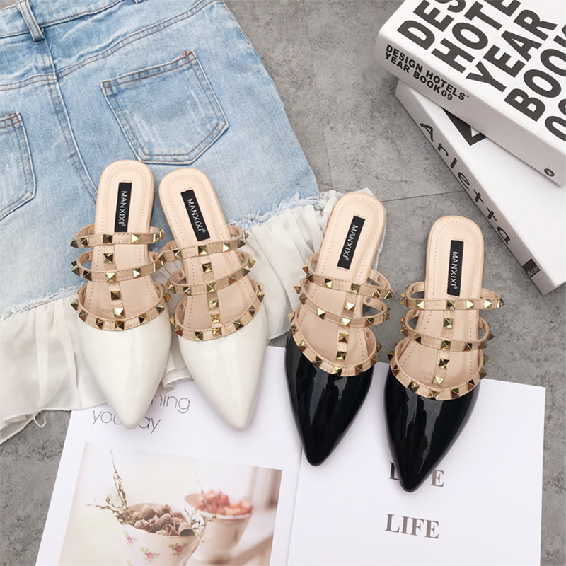 2019 Brand Designers Comfortable Rivet Shoes Summer Woman Patent leather Flat Pointed Toe Slippers Slides Mules Flip Flops 35 40