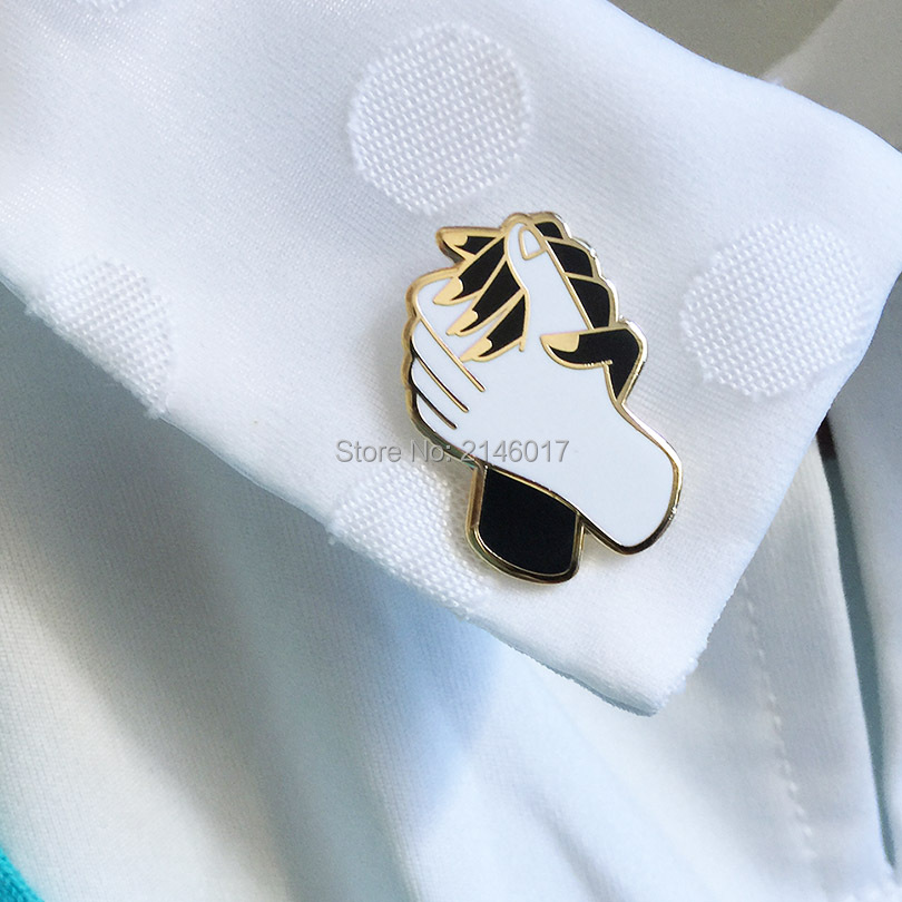 2pcs Birthday Gift Friendship Collar Pins Badges Popular Quality Hands Hold Tight Brooch for Lady Hard Enamel Lapel Pin