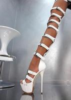 Сексуальная ремень Дизайн пряжкой ботфорты до бедра на платформе Гладиатор Сапоги и ботинки для девочек вырез черный, белый цвет Лакирован