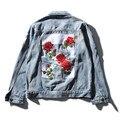 2017 NUEVOS hombres de chaqueta de mezclilla jeans de moda abrigo de alta calidad de la flor blanca cosido outwear la chaqueta y el abrigo