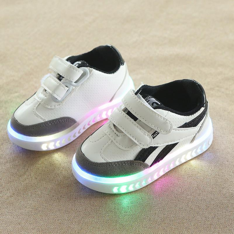 HaoChengJiaDe New Children Luminous Shoes Boys Girls Sport Shoes Baby Flashing Lights Fashion Sneakers Toddler Kids LED Sneakers
