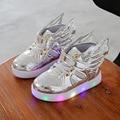 2017 luminoso LED flash de dibujos animados alas niños zapatos zapatillas de deporte de marca moda para niños y niñas zapatos deportivos niños led de luz lig