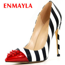 Buscando ENMAYLA colores mezclados Sexy Stiletto talón remaches zapatos de mujer a rayas tacones punta azul bombas zapatos de mujer más tamaño 46