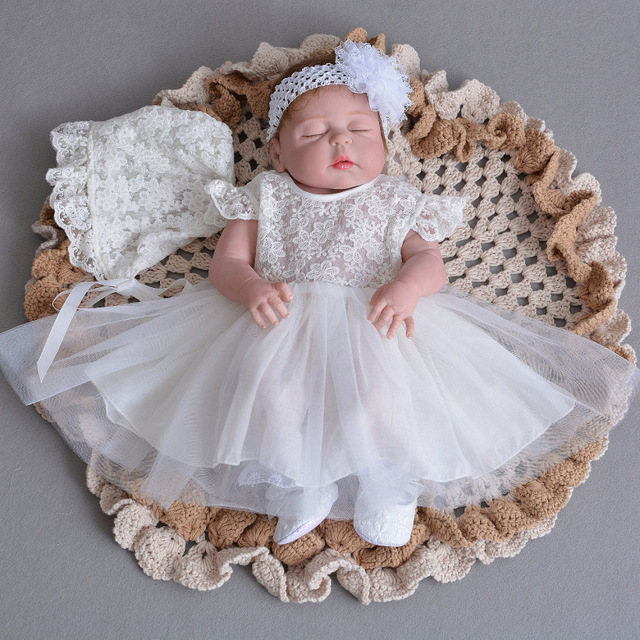 f09191c523bff Meninas do Batismo Do bebê Vestidos Vestido + Chapéu + Headband Batismo  Vestidos Infantis Da Princesa