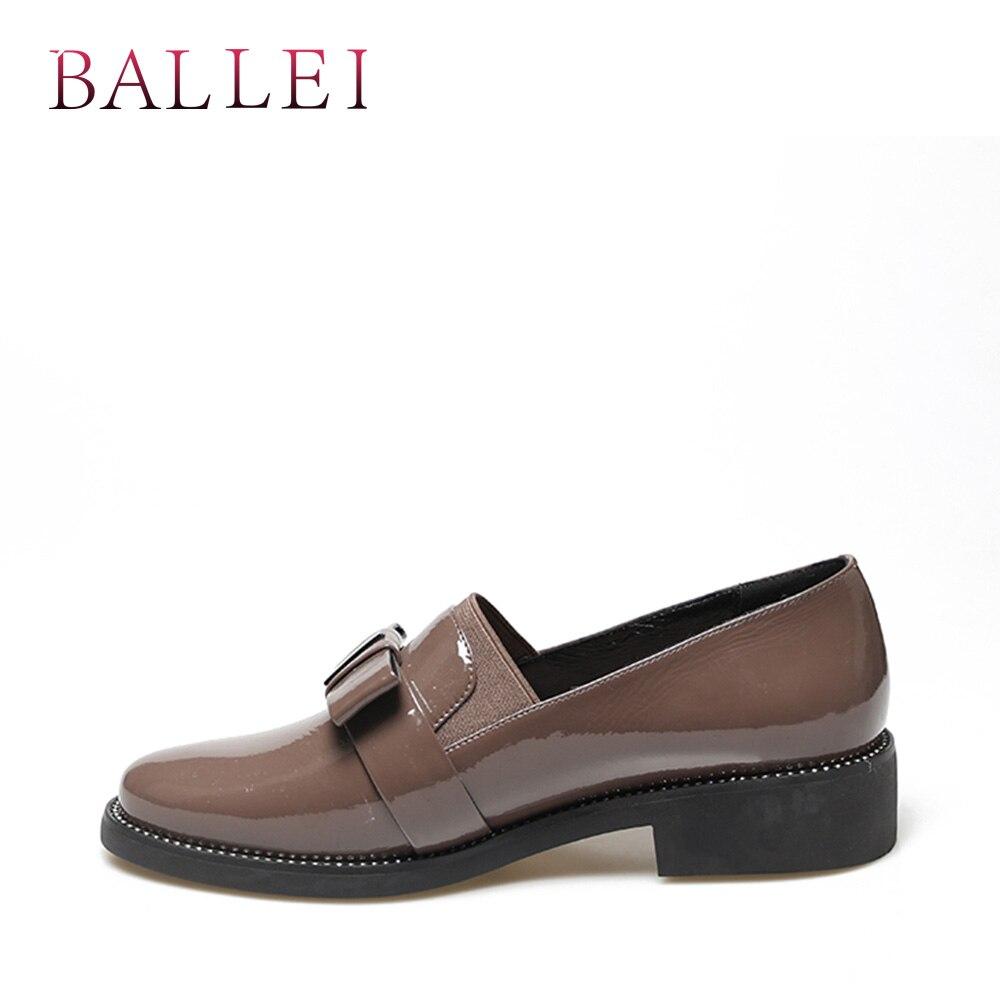 BALLEI الفاخرة امرأة الربيع الشقق خمر براءات الاختراع والجلود وأشار اصبع القدم لينة مربع كعب أحذية فراشة عقدة الرجعية عارضة شقة p46-في أحذية نسائية مسطحة من أحذية على  مجموعة 3