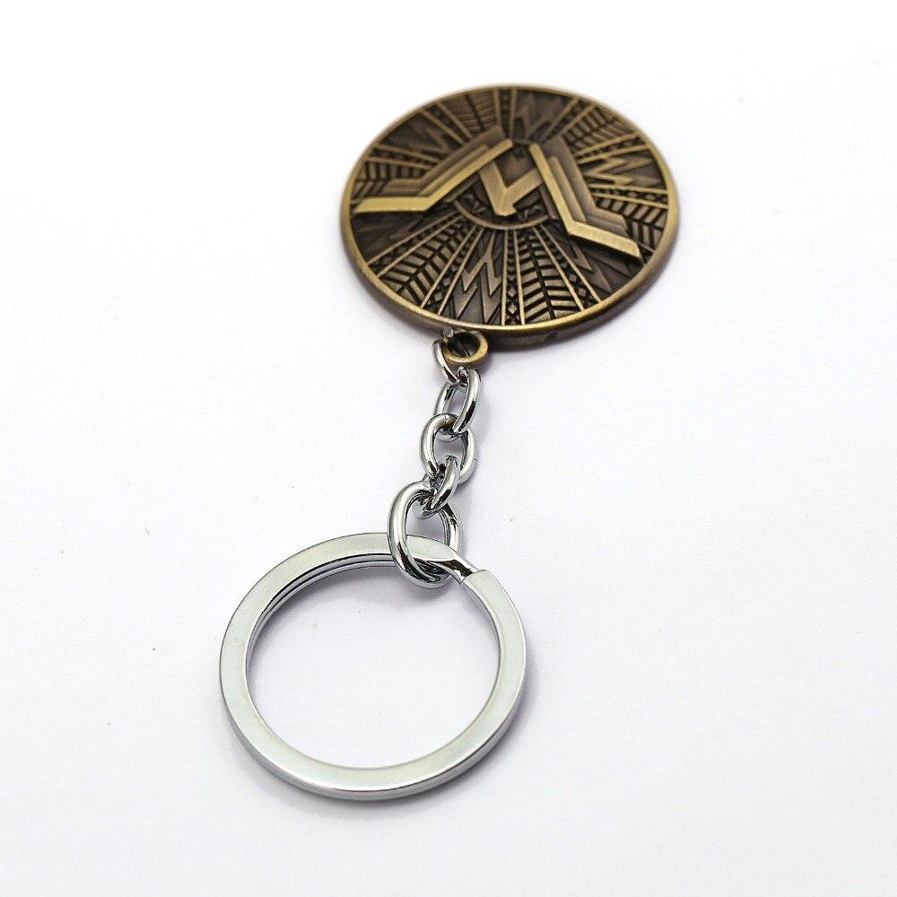 12pcs/lot Wonder Woman Keychain Justice League Cool Shield Key Ring Metal Chaveiro Key Chain Pendant Movie Cosplay Jewelry