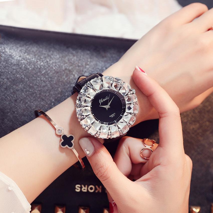 Prix pour Shinning De Mode de Sport de Marque Dames Montres Bling Cristal Strass En Cuir Montre À Quartz Femmes Horloge Relogio feminino