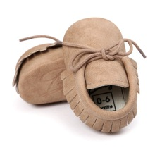 Baby Moccasin Baby Först Walkers Mjuk Bottom Slipa Mode Tofsor Nyfödda Babyskor Skor PU Leather Prewalkers A