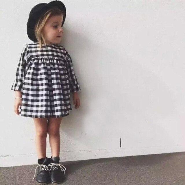 af09985572 Gorąca Sprzedaż Nowe Letnie Dziewczyny suknia balowa Sukienka Detaliczna  Dzieci Bawełna black and white plaid Sukienki